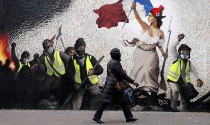 France : le président Macron au cœur d'une tourmente quasi révolutionnaire