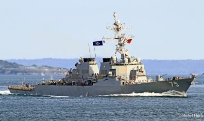 La Marine russe surveille un destroyer américain en mer Noire