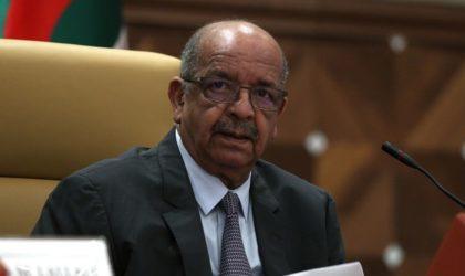 Abdelkader Messahel invité du forum de la Radio-Chaîne III