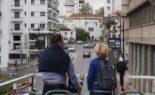 Une jeune Française pleure à l'idée de quitter l'Algérie