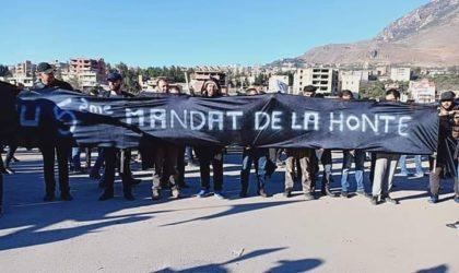 Imposante manifestation contre le cinquième mandat à Kherrata