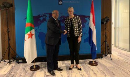 Messahel s'entretient avec les ministres néerlandais des AE et du Commerce Extérieur et anime une conférence