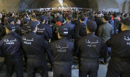 Heurts entre les forces de l'ordre et les étudiants à Alger-Centre
