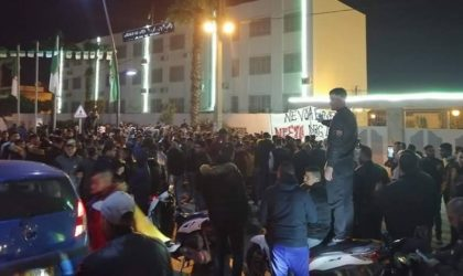 Béjaïa : Rassemblement après l'annonce du dépôt du dossier de candidature de Bouteflika