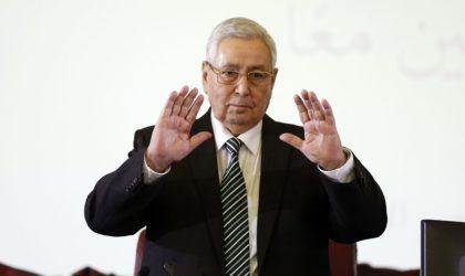 Abdelkader Bensalah prend le risque de se faire huer par les supporters au Caire
