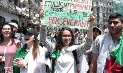14e marche des étudiants pour exiger le départ de tous les symboles du système