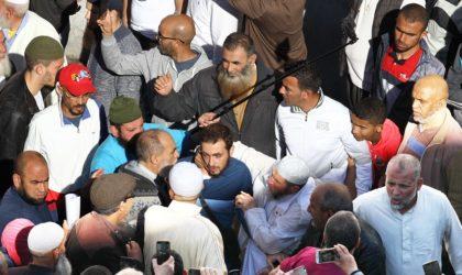 Les activistes de l'ex-parti extrémiste infiltrent peu à peu les manifestations