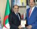 Alliance Assurances : Mustapha Berraf offre un trophée de gratitude au PDG Hassen Khelifati