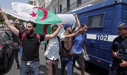 Les citoyens se joignent aux étudiants pour manifester contre le régime en place