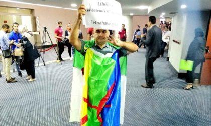 Le député indépendant Bennadji entre à l'APN drapé de l'emblème national et de l'étendard amazigh