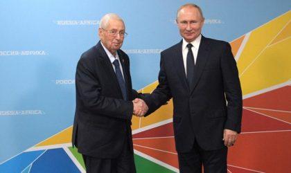 L'humiliante prosternation d'Abdelkader Bensalah devant le Président russe