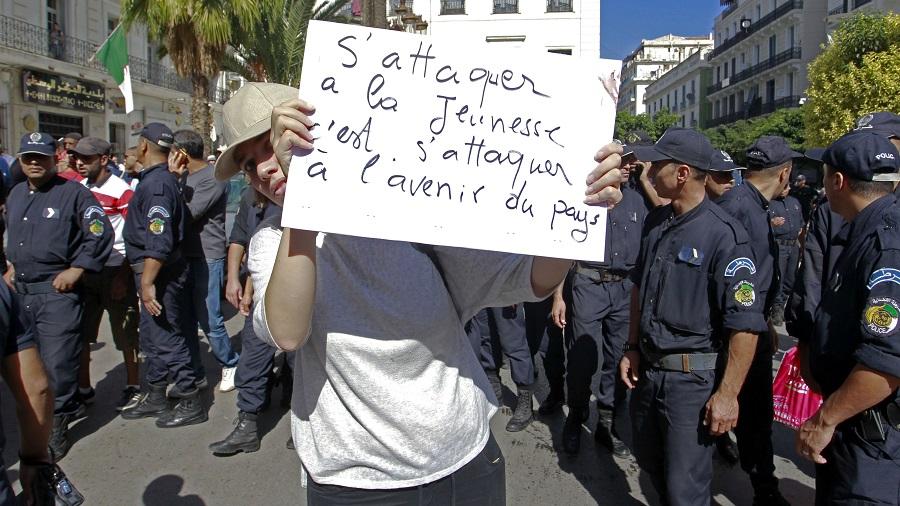 jeunes six manifestants