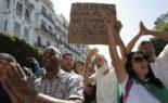Etudiants et citoyens manifestent côte à côte contre le régime