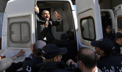 Les journalistes unissent leur voix et s'insurgent contre le régime dictatorial