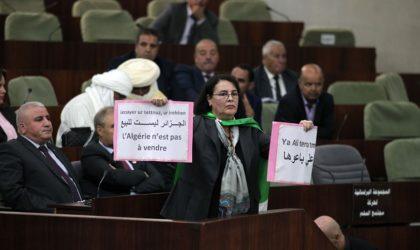 Les raisons qui poussent les députés à abandonner le Parlement aux ministres
