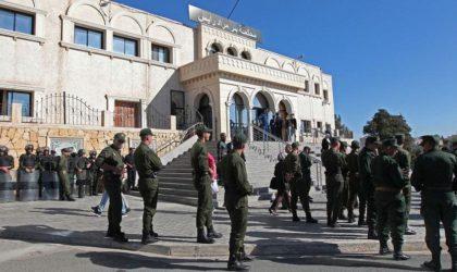 Tribunaux d'Alger : les gendarmes expulsent les magistrats grévistes