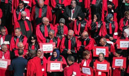 Indignation après la suspension par les juges de leur grève contre de l'argent