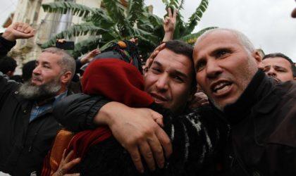 Drapeau amazigh : cinq détenus acquittés par le tribunal de Baïnem