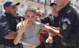 Un citoyen dérobe des urnes pour le vote pourchassé par la police