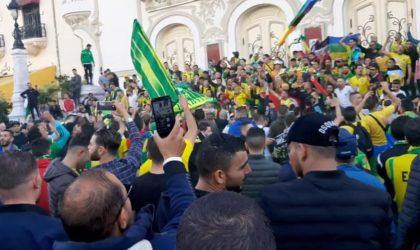 Quand les Tunisiens font corps avec les supporters de la JSK en soutien au Hirak