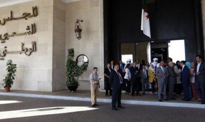 Gouvernement et Parlement se livrent une guerre de survie par Hirak interposé