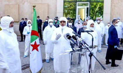 Le non-respect des gestes barrières par Djerad à Blida provoque une polémique