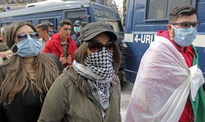Covid-19 : les étudiants suspendent leur marche mais d'autres gens manifestent à Alger