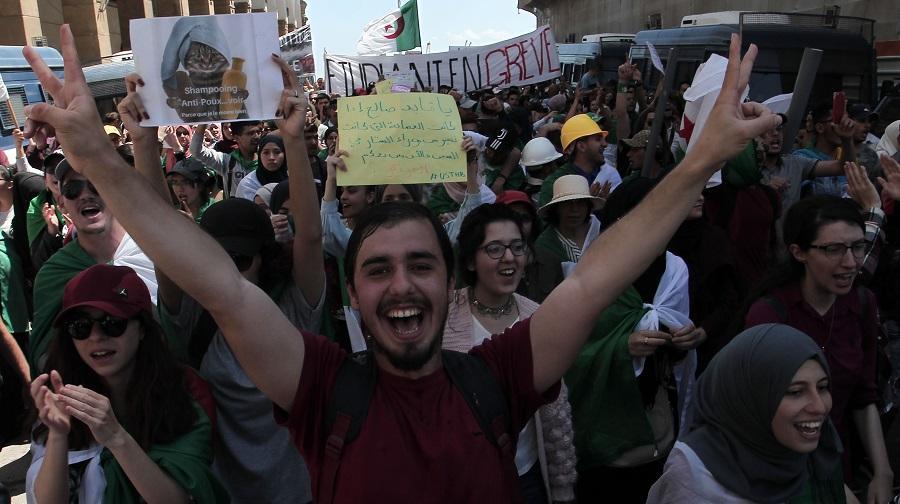 etu jeunes Algériens