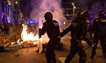 Affrontements à Barcelone lors des manifestations anti-couvre-feu