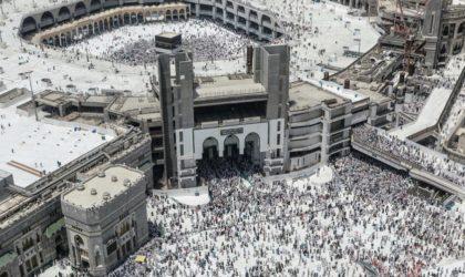 Une voiture défonce l'entrée de la Grande Mosquée mecquoise