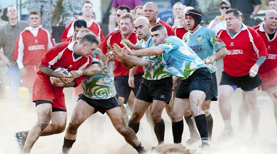 Le rugby rassemble de millions de supporters à travers le monde Comment gagner les paris sportifs sur le rugby ? Très populaire en Amérique latine, en Océanie, en Afrique et en Europe, le rugby rassemble de millions de supporters à travers le monde entier. Il s'agit d'un sport intense, technique et physique, mais également imprévisible. D'ailleurs, c'est pour cette raison que parier dans le rugby s'avère parfois complexe. Cependant, avec les astuces que l'on vous donnera vous allez augmenter le pourcentage de gagner à chaque pari : les statistiques à savoir, les forces et les faiblesses des équipes, le contexte.... Quels sont les éléments à prendre en compte? Avant de miser de l'argent sur un match de rugby, prenez en compte quelques critères. Cela vous donnera quelques indices sur les chances de gagner de votre équipe. Selon Varieur Montague, voici ce qu'il faut retenir : • Le classement des équipes : certes ce n'est pas un gage de vérité absolue, mais cela reflète le niveau général de l'équipe. Ainsi, si le match oppose l'équipe de la Nouvelle-Zélande à celle de la Namibie, il y a de fortes chances que les All Blacks vont gagner en vertu du classement mondial. Le classement est une information qui pourra mettre la puce à votre oreille. • Les enjeux du match : même si une équipe est faible sur le papier, elle peut démontrer beaucoup de choses si elle joue le maintien à la première division. Ainsi, prenez en compte le contexte des matchs avant de faire un pari dans le rugby. • La forme du moment : une équipe peut enchainer des victoires durant un moment. Utilisez cette information pour bien miser votre argent. En effet, une série de victoires est un renseignement qui va vous permettre de savoir la forme d'une équipe. • Les éléments sur les joueurs : avant de miser, il convient de regrouper d'abord les différents problèmes que rencontre une équipe. Il peut s'agir de blessures, d'absence, ou encore de suspensions. Ces paramètres doivent entrer en compte pour bien défi
