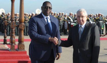 Quand le président sénégalais Macky Sall marche sur les pas de Bouteflika