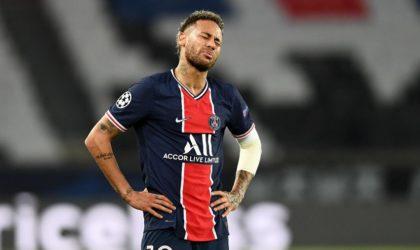 L'Algérien Riyad Mahrez frustre le Brésilien Neymar et élimine le PSG de la Ligue des champions