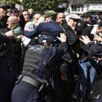 The Independent Le Monde répression