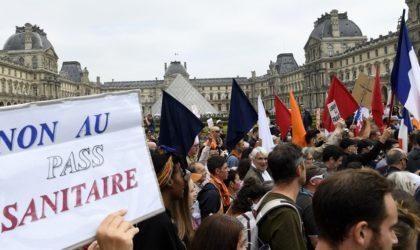 Paris : nouvelle manifestation contre l'élargissement du pass sanitaire