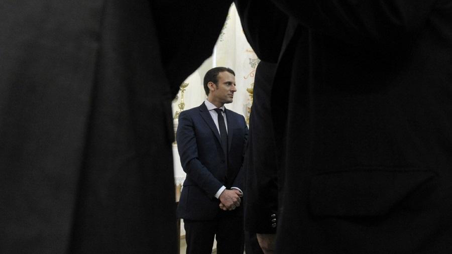 Macron tir